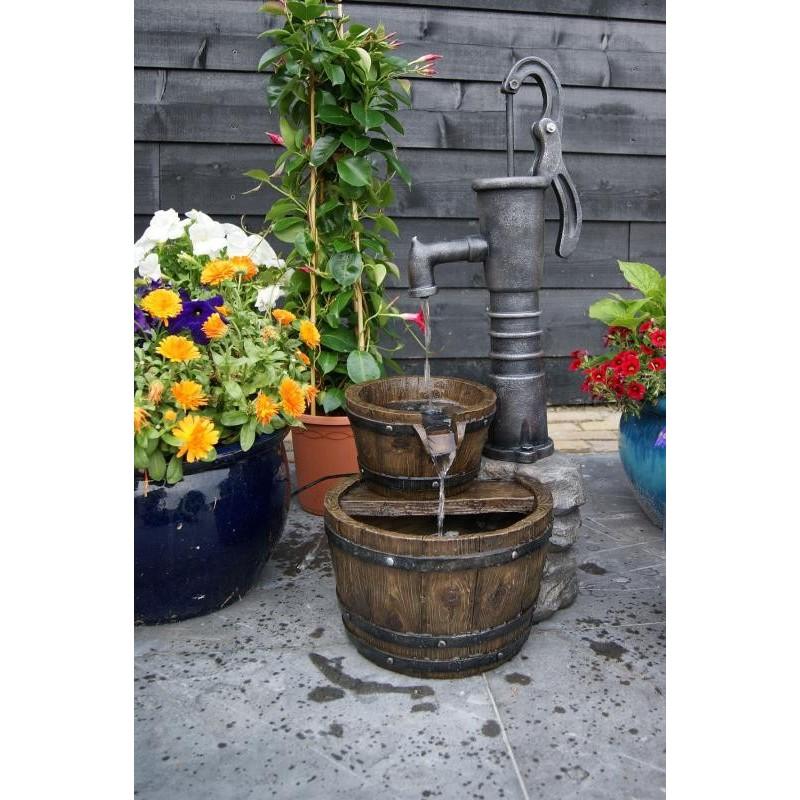 LAS VEGAS - Fontaine rustique avec pompe à bras