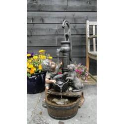 REGINA - Petit garçon et chien à la fontaine