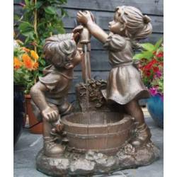 MEMPHIS - Fontaine rustique avec enfants